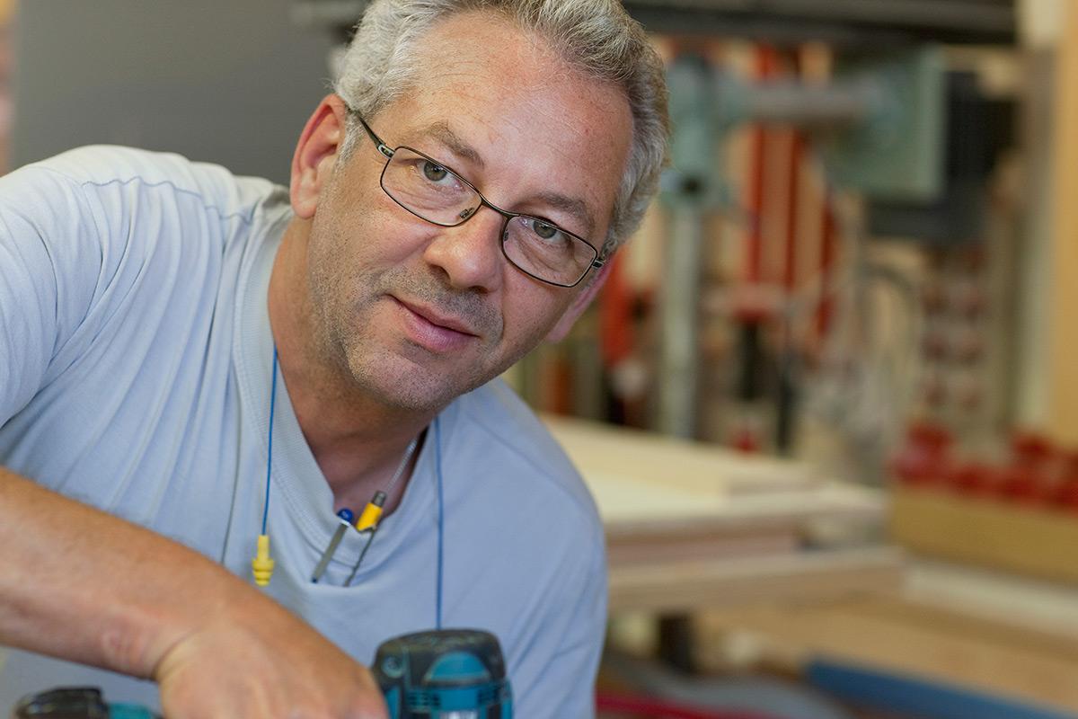 <b>Daniel Truffer</b> <br>Werkstattleiter, Inhaber, Innenausbauzeichner / Unternehmerschule TZO<br><a href='mailto:truffer@zeiter-berchtold.ch'>truffer@zeiter-berchtold.ch</a>