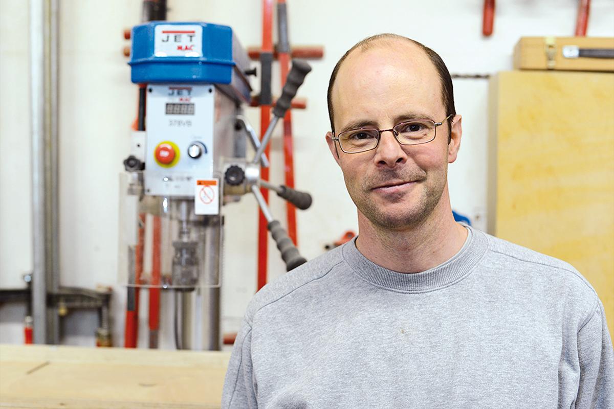 <b>Patrick Hallenbarter</b> <br>Monteur, Schreiner